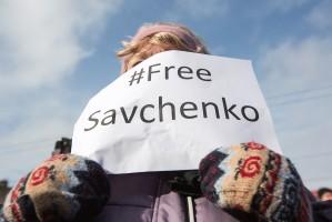 Russia frees Ukrainian pilot Savchenko following a prisoner swap